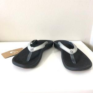 OluKai Kūlapa Kai Beach Silver Black Sandals Sz 9